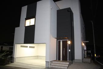 完全二世帯 インナーガレージのある家